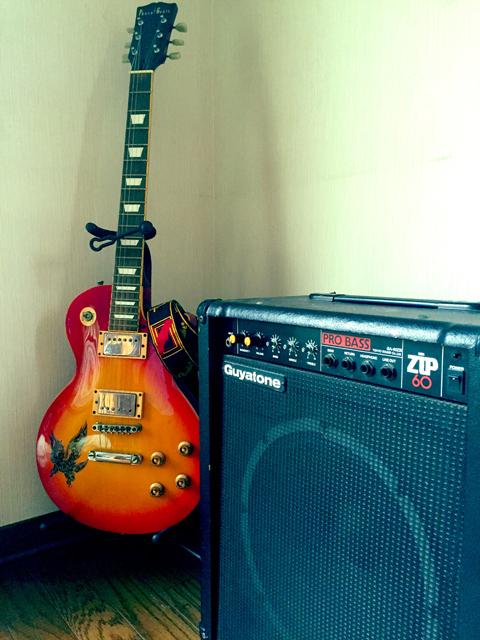 片づけ祭りで捨てたギターとベースアンプ