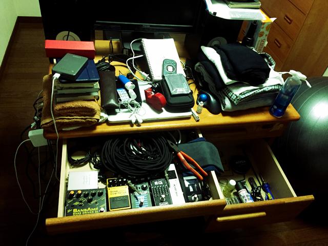 残ったものはすべて机に入りきる量になった