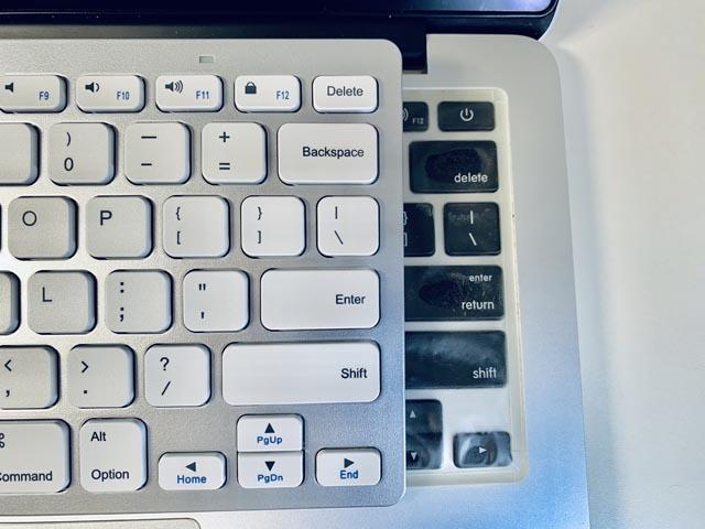 MacBook Pro 13インチのUSボードとの比較